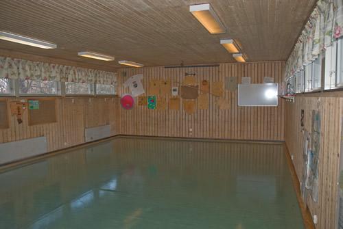 Lilla Salen: Lite mindre samlingssal, vid övernattning lämplig som sovsal för golvförläggning.