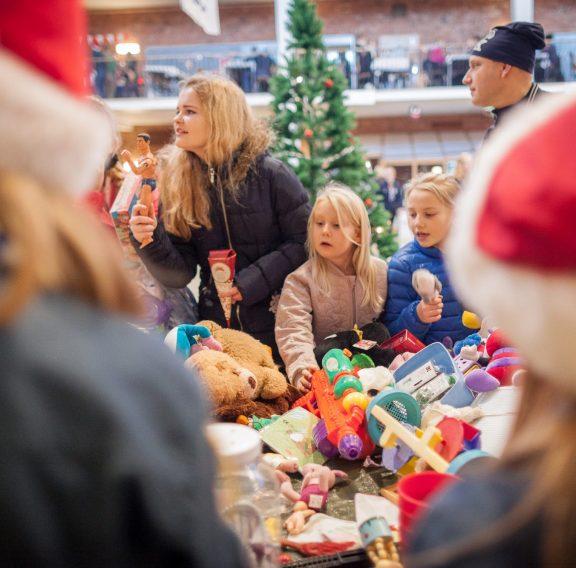 Julmarknadsbilder loppis leksaker