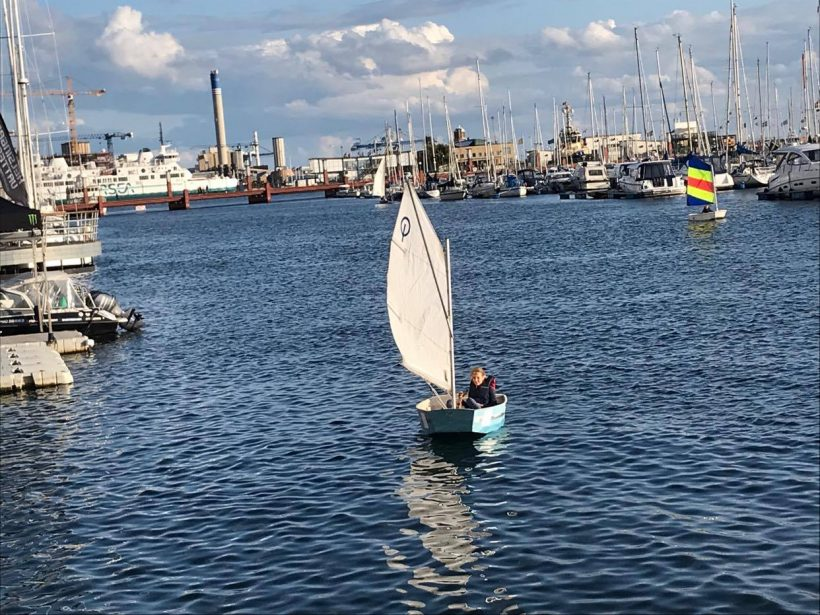 Sofia Aleshkov seglar i Norra Hamn
